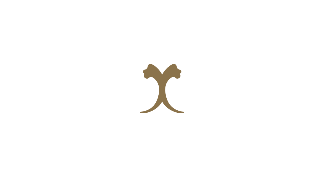 Nikki Laing - Logo in gold